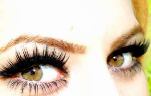 Eyelash extensions classes: the unstoppable rise of glam eyes